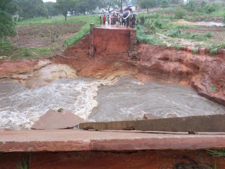 Puente-destruido-río-Mulumase-Namarroi-Zambezia